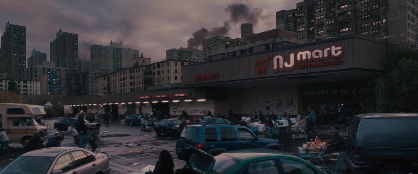 Джерри с семье заехали в супермаркет чтобы взять запасы (фильм «Война миров Z»)